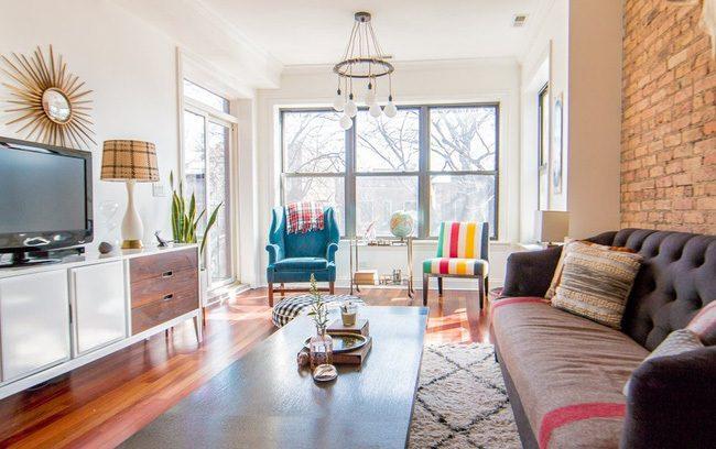 Căn phòng sử dụng toàn bộ nội thất mới kết hợp với lối trang trí đậm màu sắc vintage