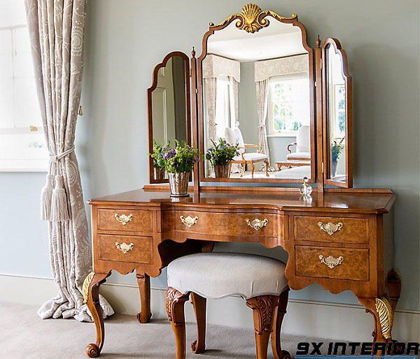 Bàn phấn lấy cảm hứng từ phong cách tân cổ điển, sử dụng chất liệu chủ đạo là gỗ tự nhiên và kính khổ lớn