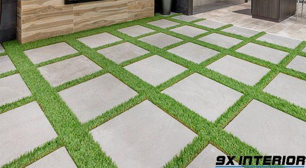 Gạch kết hợp với cỏ nhân tạo