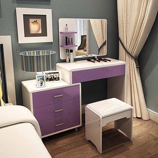 Trước khi lựa chọn bàn trang điểm có kích thước phù hợp thì bạn nên chú ý đến màu sắc để đảm bảo nội thất có sự hài hòa và ăn khớp với nhau