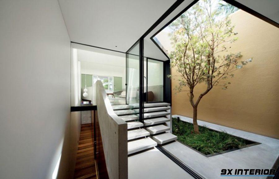 Khi thiết kế giếng trời, bạn cần chú ý vận dụng ngũ hành để mang lại sự hài hòa, cân bằng cho ngôi nhà