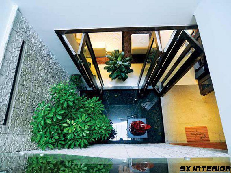 Với một số ngôi nhà có thiết kế đơn giản, bạn không nên trang trí quá mức rườm rà cho giếng trời
