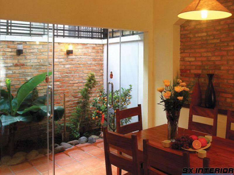 Ngoài phòng khách, bạn cũng có thể thiết kế giếng trời ở phòng ăn hoặc không gian sau cùng của nhà