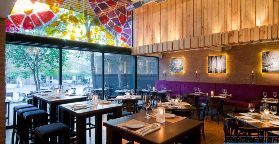 Là một yếu tố quan trọng trong thiết kế nhà hàng chuyên nghiệp, việc lựa chọn màu sắc & ánh sáng có tác dụng làm nổi bật lên sự sang trọng và quyết định rất nhiều đến tâm trạng khách hàng.