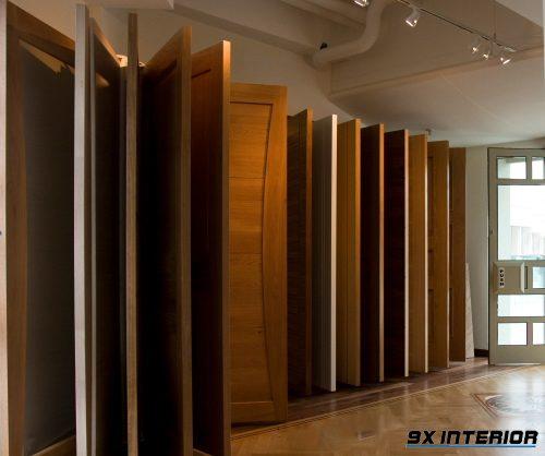Các kiểu dáng khác nhau như cửa gỗ đơn, cửa xếp trượt, ghép thanh hay cửa gỗ cánh lùa mang đến không gian khác nhau cho ngôi nhà