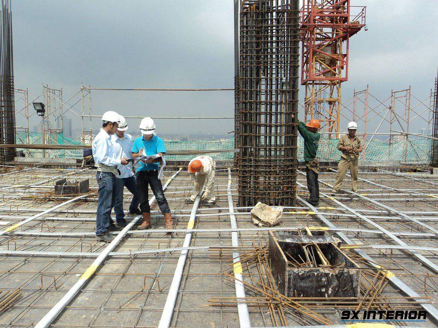 Các bước đổ bê tông cột yêu cầu phải được giám sát kỹ thuật để tránh ảnh hưởng đến chất lượng công trình nhà xây dựng.