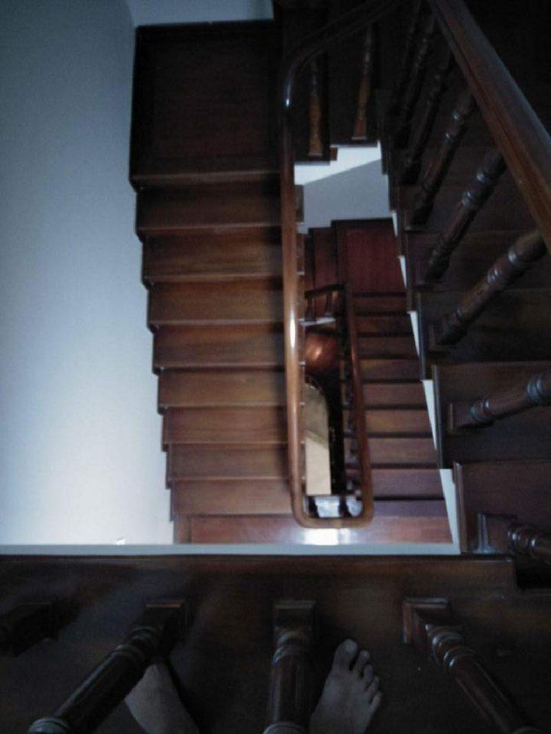 Làm sạch cầu thang