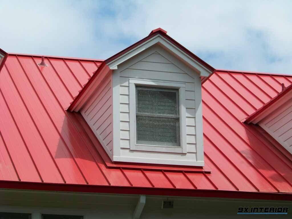 So với các loại vật liệu khác, mái tôn có giá thành rẻ hơn nhưng đi kèm với giá thành rẻ thì tuổi thọ của tôn cũng không được bền hơn so với nhà mái thái.