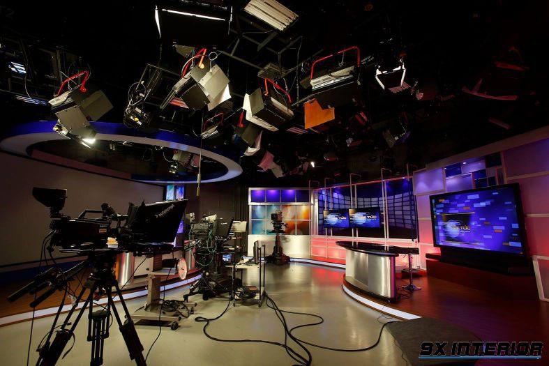 Hiện nay đa phần các TVC thực hiện trong trường quay, nơi mà các đạo diễn âm thanh, ánh sáng, quay phim có thể hoàn toàn tự chủ để có cảnh quay đẹp