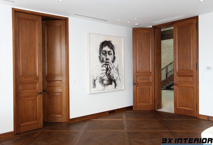 Với hạng mục cửa gỗ trong nhà, bạn có thể sử dụng mẫu cửa hai cánh phong cách đơn giản, truyền thống này