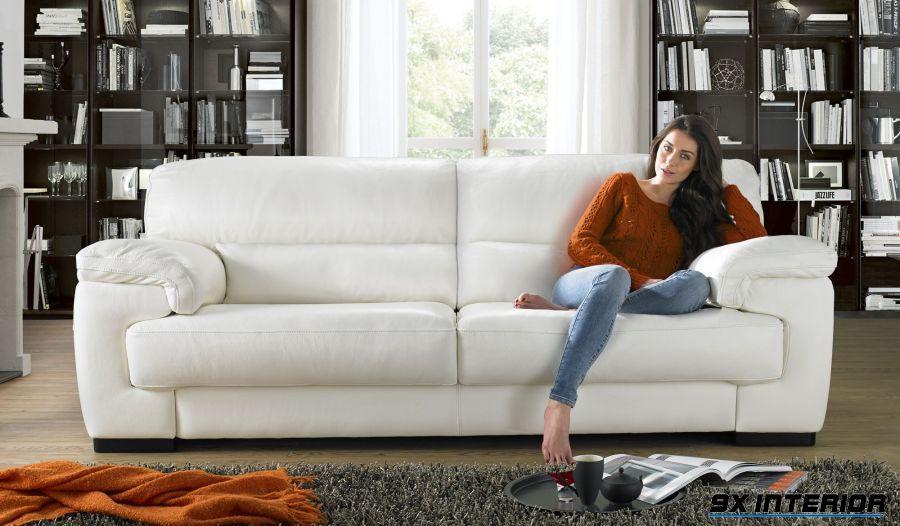 Tone màu trắng chưa bao giờ là lỗi thời. Nó càng trở nên tinh tế và cuốn hút hơn khi đi cùng với chất liệu da bò thật để tạo nên một kiệt tác dành riêng cho phòng khách
