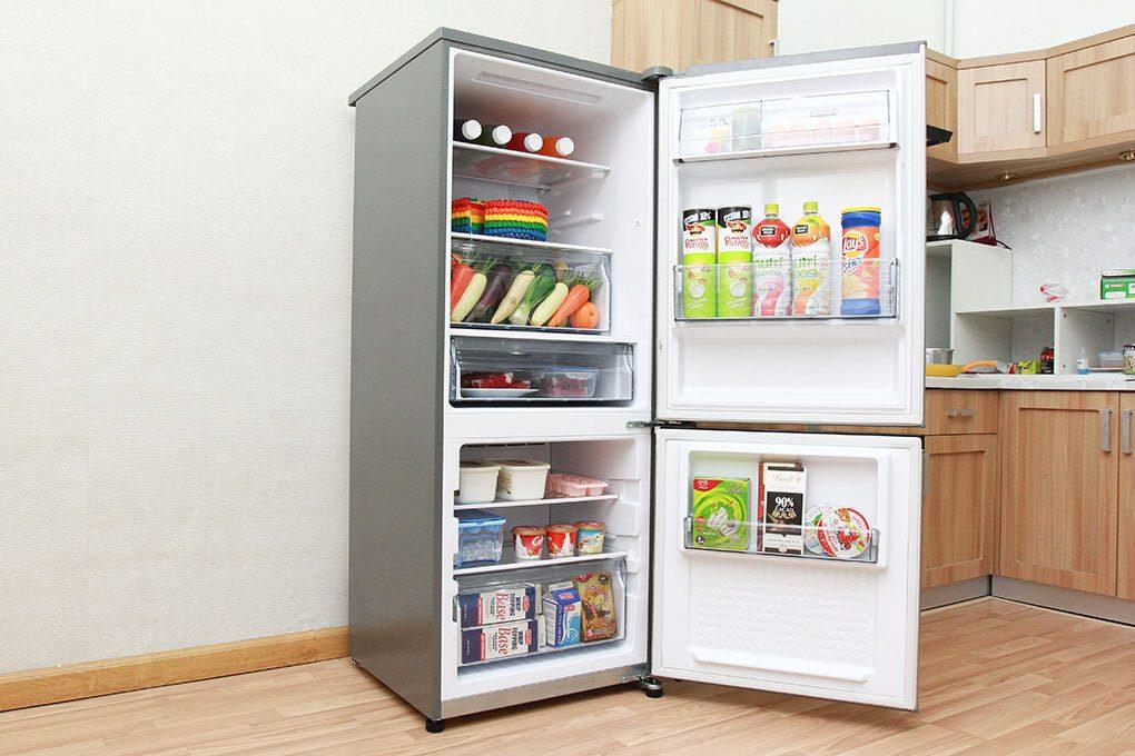 Việc lựa chọn dung tích tủ lạnh hợp lý sẽ không chỉ tiết kiệm không gian, tránh gây lãng phí mà còn mang lại sự tiện nghi tốt bậc cho gia đình