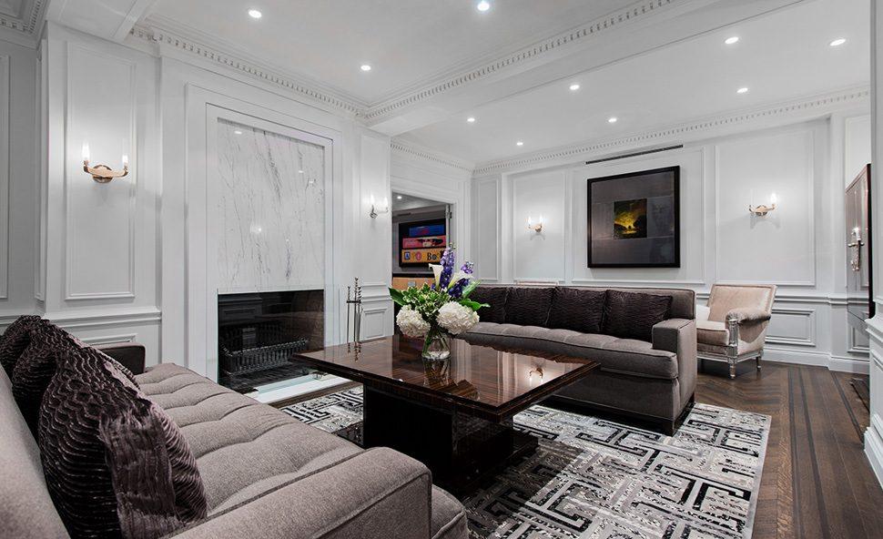 Trong thiết kế nội thất tân cổ điển, KTS thường sử dụng các tone màu trầm, tối như đỏ booc-đô, đen, rêu, xám bởi đây là màu của giới quý tộc