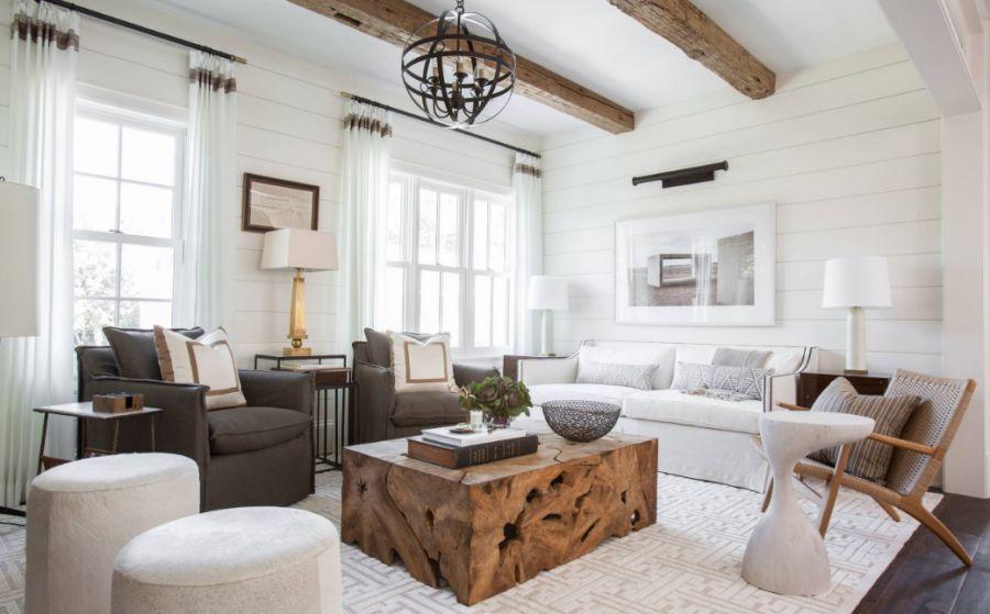 Ánh sáng thiên nhiên công với tông màu trắng làm cho căn phòng vốn đã cao trở nên càng rộng mở hơn khiến bạn cảm thấy như đang ở trên một đám mây theo đúng nghĩa đen.