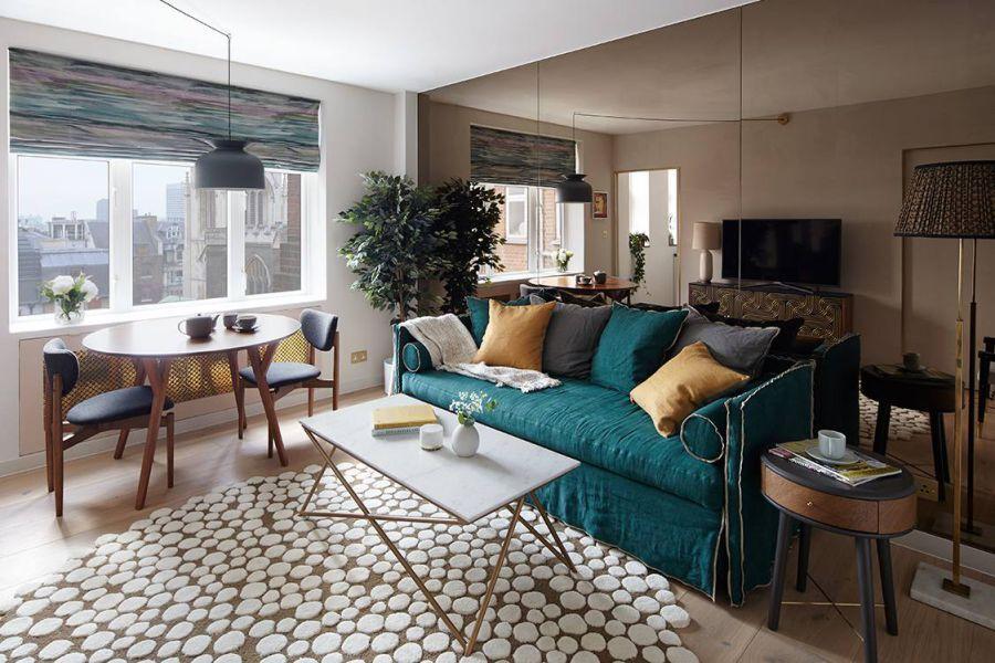 Điểm nhấn từ màu xanh cổ vịt khiến bộ sofa thêm phần ấn tượng và nổi bật