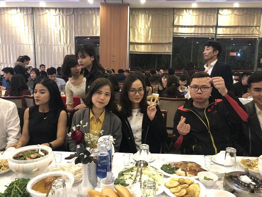 Dàn khách mời có mặt tại buổi tiệc chúc mừng