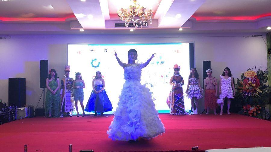 """Siêu phẩm """"Cô dâu"""" được khán giả bình chọn là bộ trang phục thiết kế ấn tượng nhất đêm Gala"""