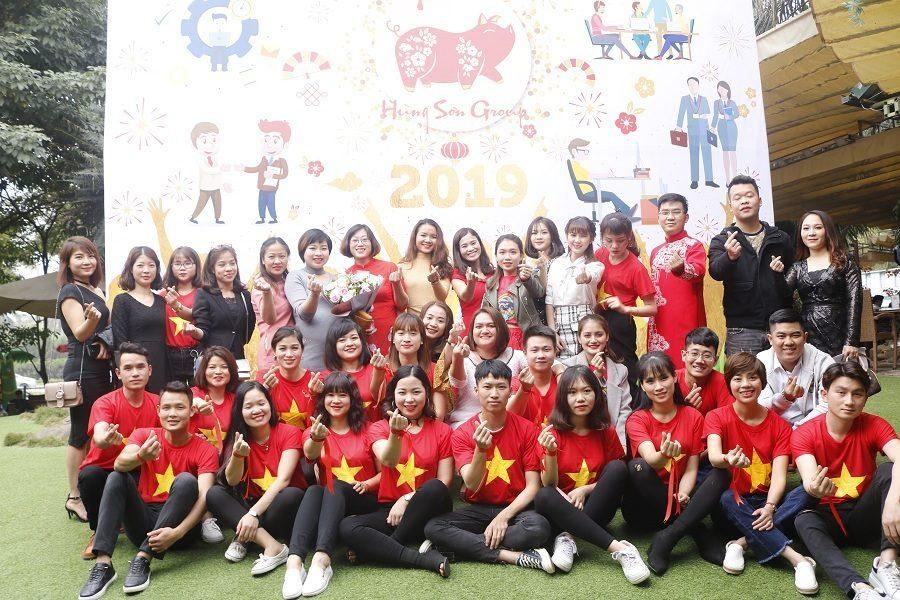 Đội ngũ nhân viên bán hàng tại hệ thống 15 showroom Đệm Xinh