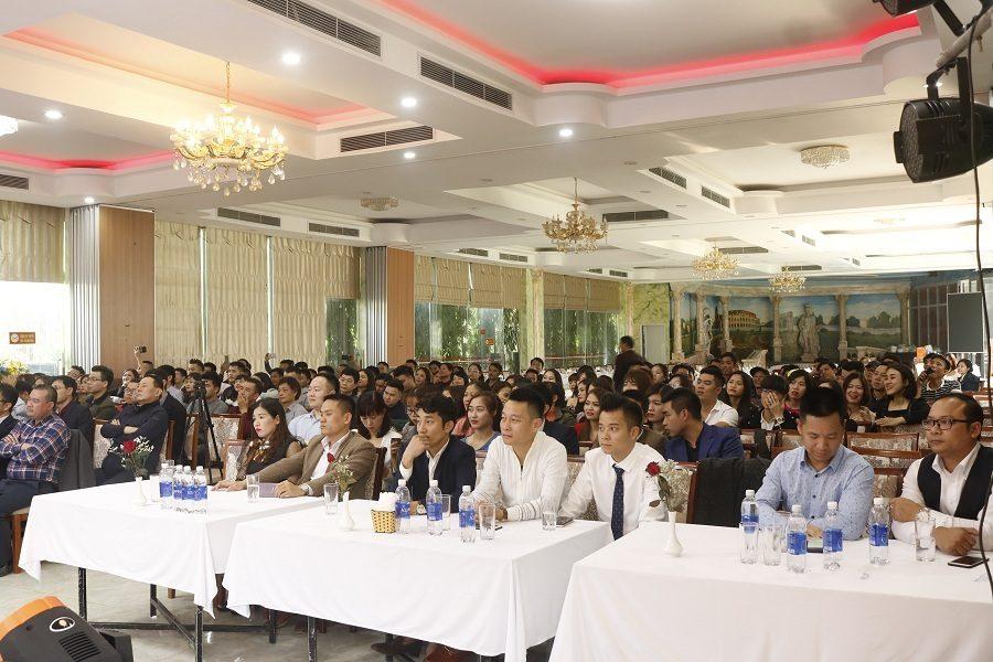 Dàn đối tác và khách mời tham gia buổi Gala tại Hùng Sơn