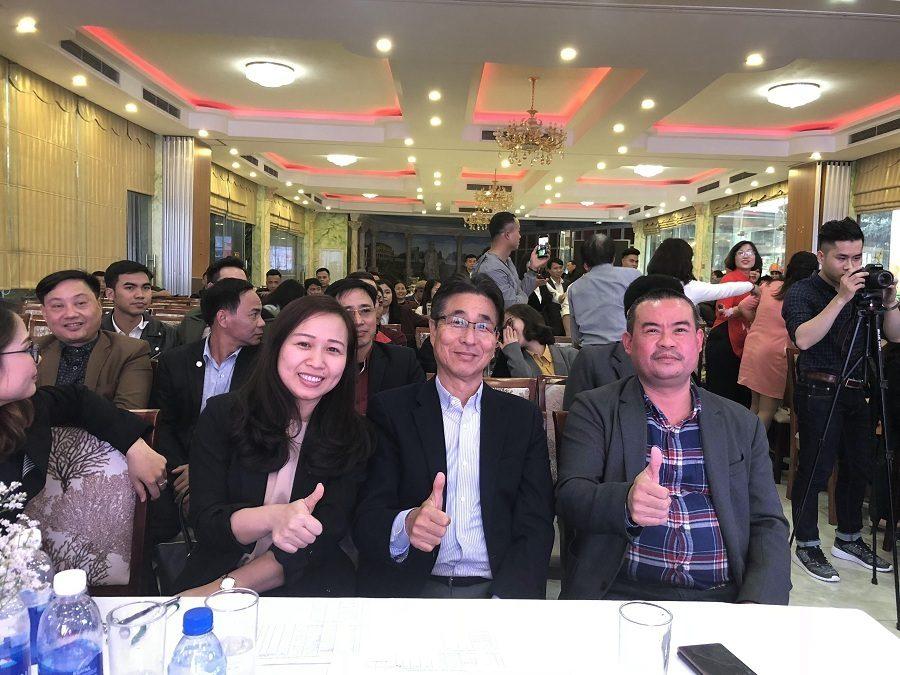 """Phút giây """"check-in"""" nhí nhảnh của Giám đốc Công ty Hùng Sơn bên đối tác công ty Inoac"""