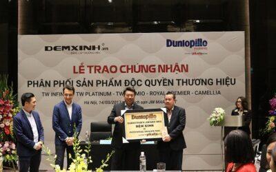 Đệm Xinh đón nhận chứng nhận phân phối độc quyền đệm Dunlopillo